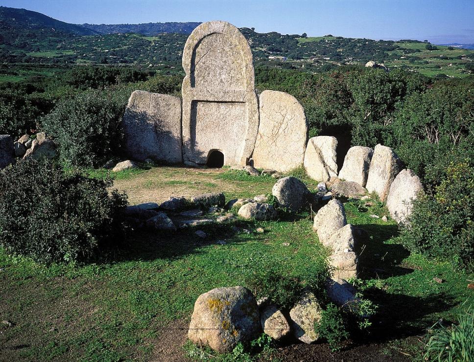 Tomba di Giganti S'Ena e Thomes - Dorgali