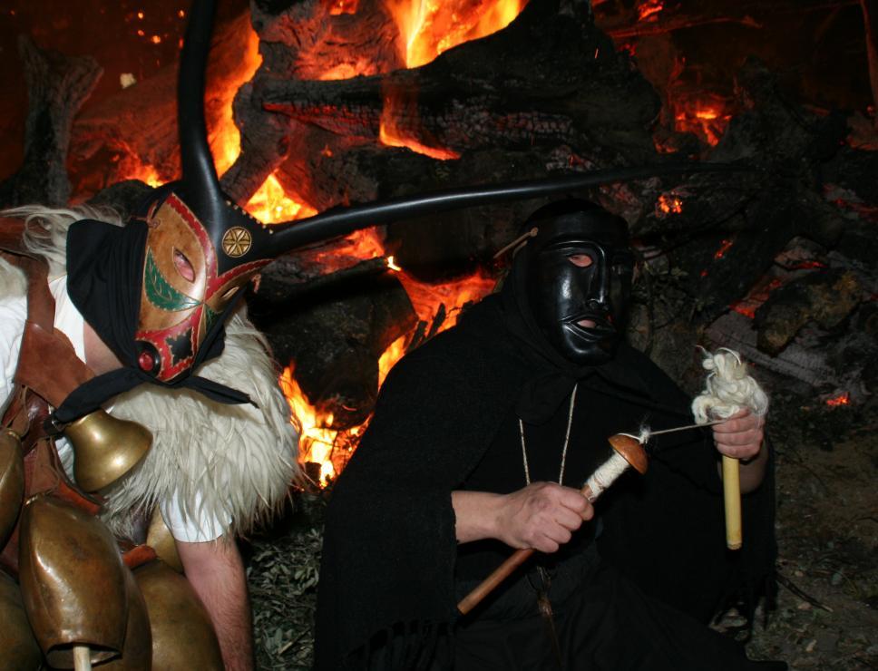 Fuoco di sant'Antonio e maschere merdules