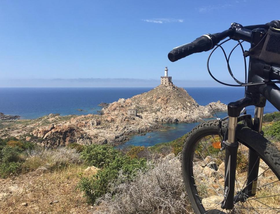 In bici all'Asinara - Faro di Punta Scorno
