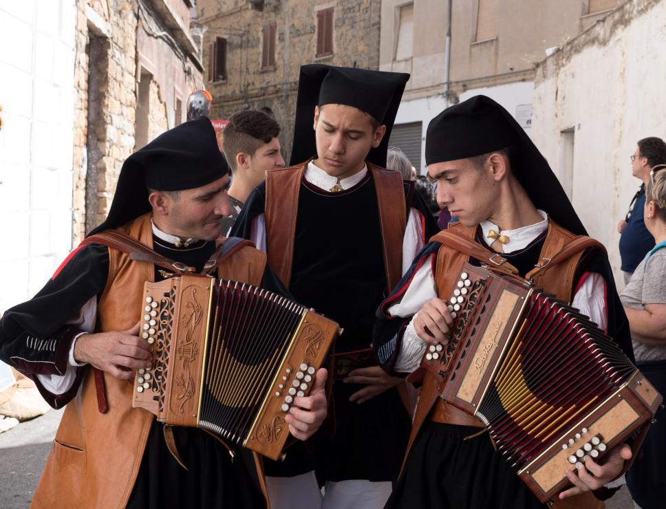 Autunno in Barbagia - Orani - suonatori di fisarmonica