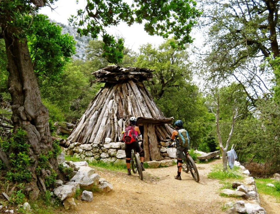 Bikers vicino a  un pinnettos