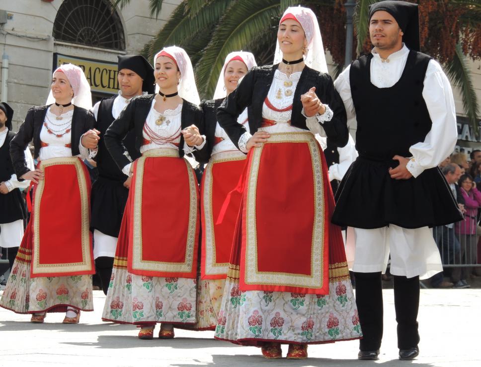 cavalcata sarda_abiti e balli tradizionali
