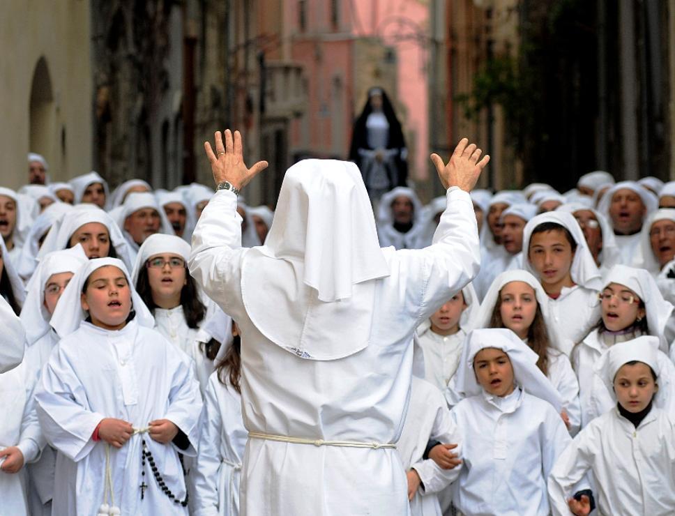 cori bambini_Settimana Santa a Cagliari
