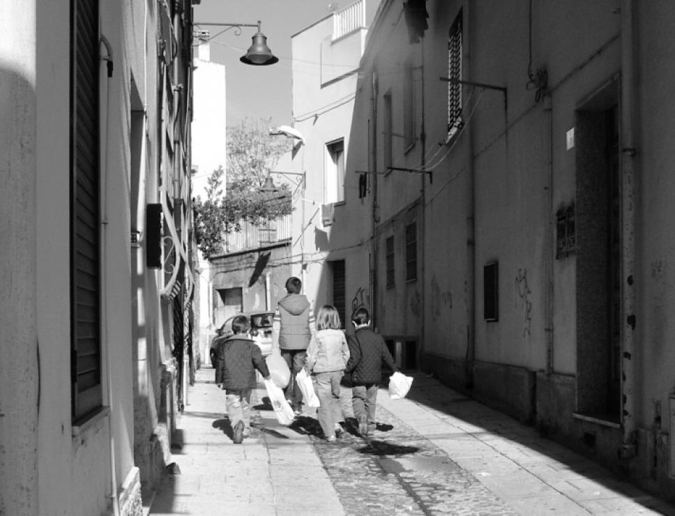 Questua nelle vie del centro storico di Nuoro