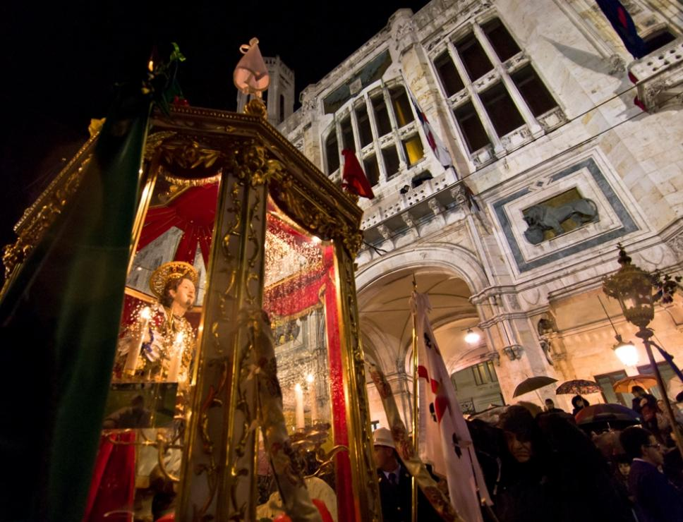 il ritorno notturno di sant'Efisio a Cagliari