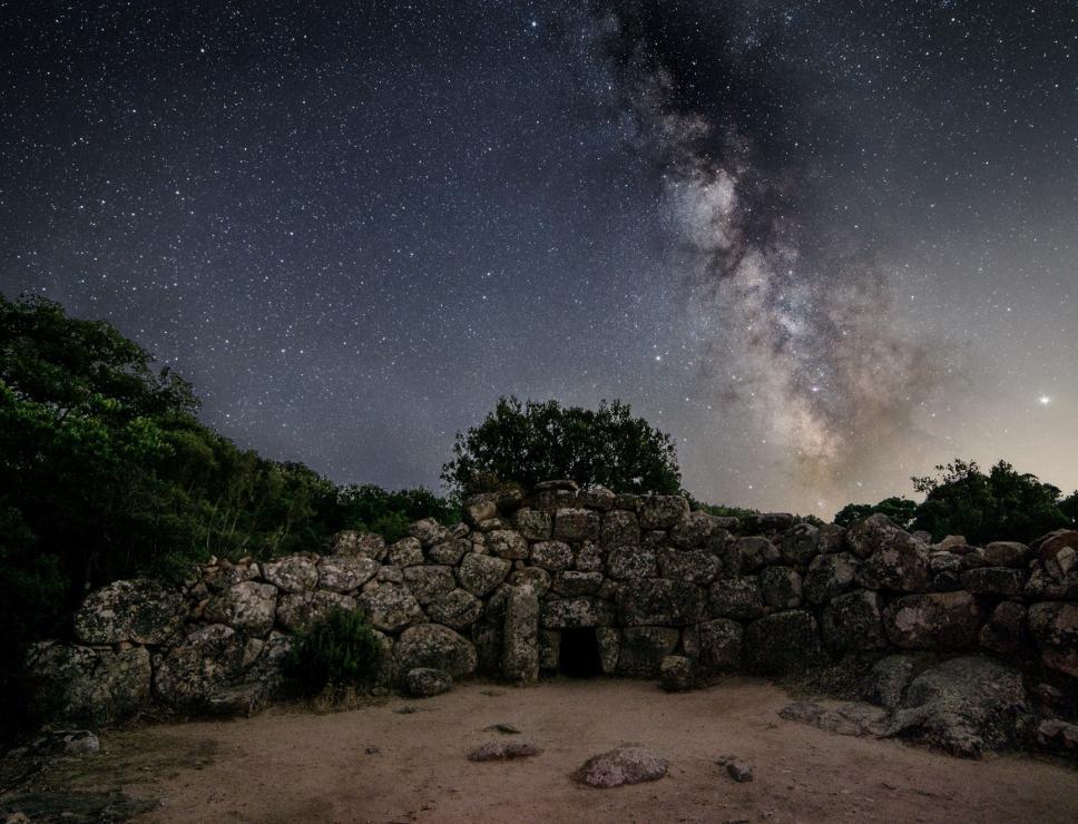 Cielo stellato su tomba di Giganti