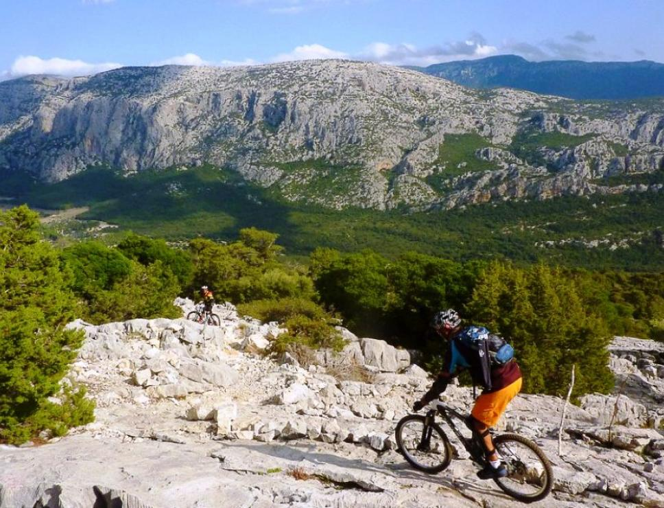 Veduta da Tiscali in mountain bike