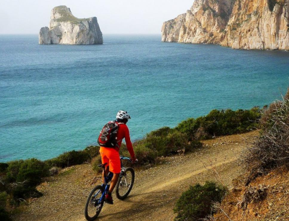 Veduta di Pan di Zucchero in mountain bike