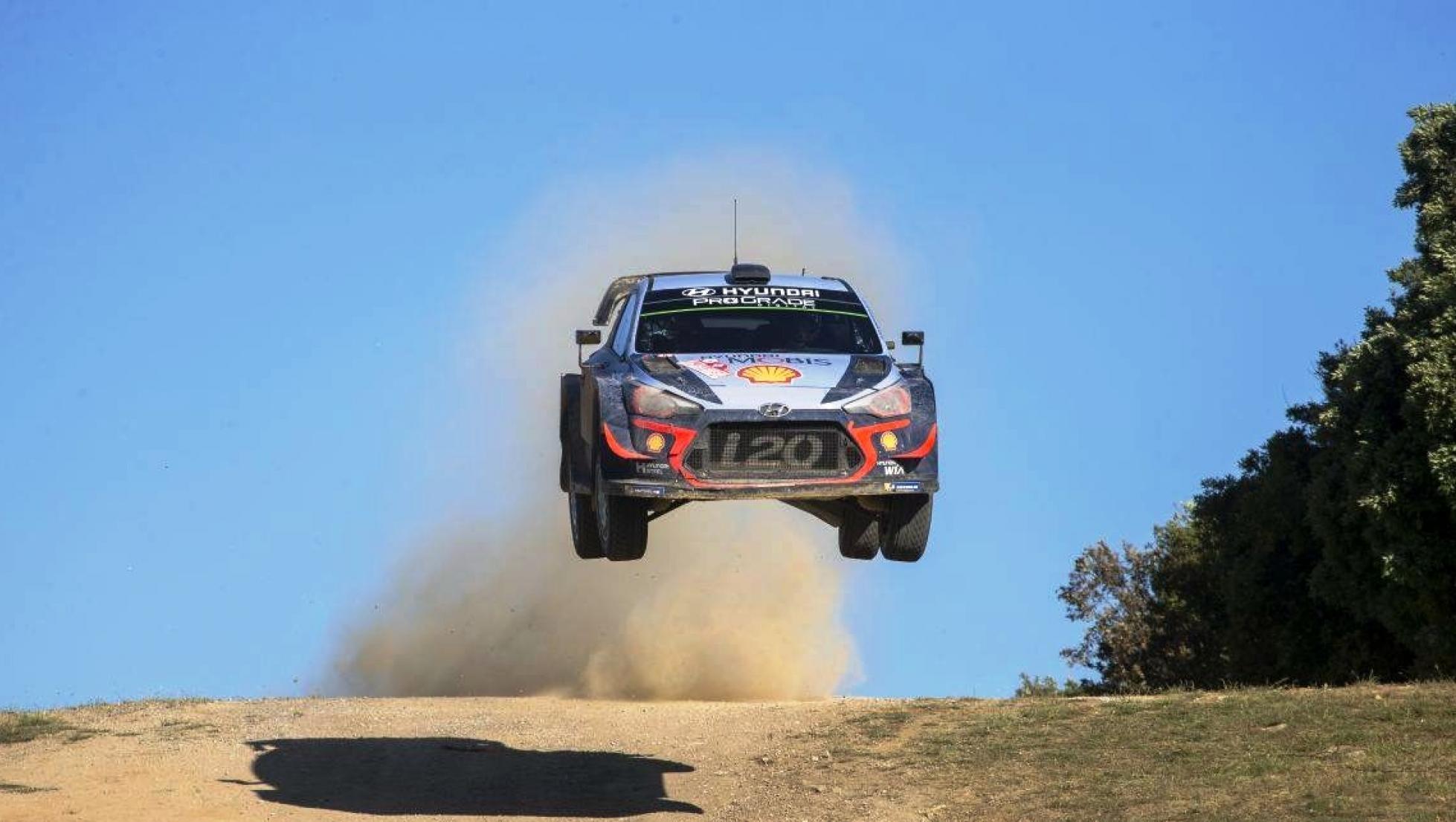 auto in salto - Rally Italia Sardegna 2018