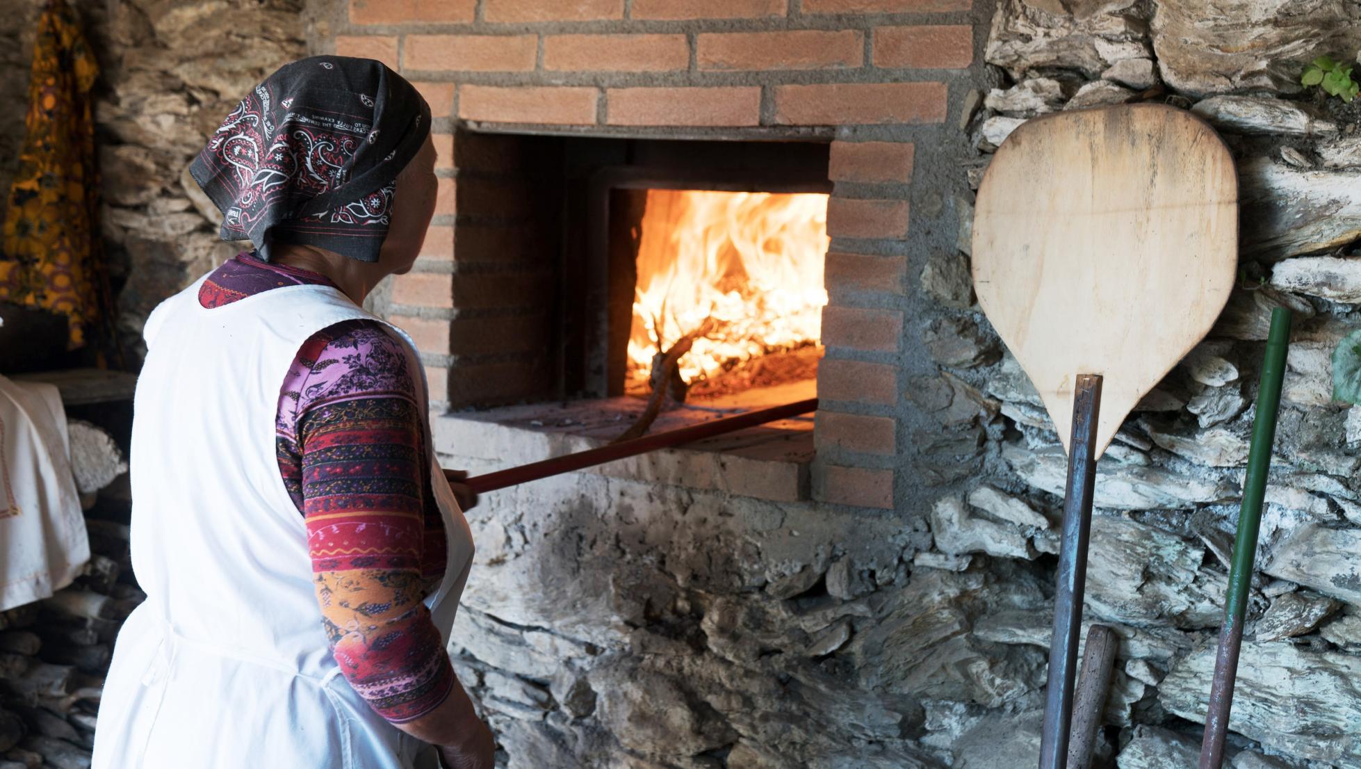 Autunno in Barbagia - Tonara - panificazione al forno tradizionale