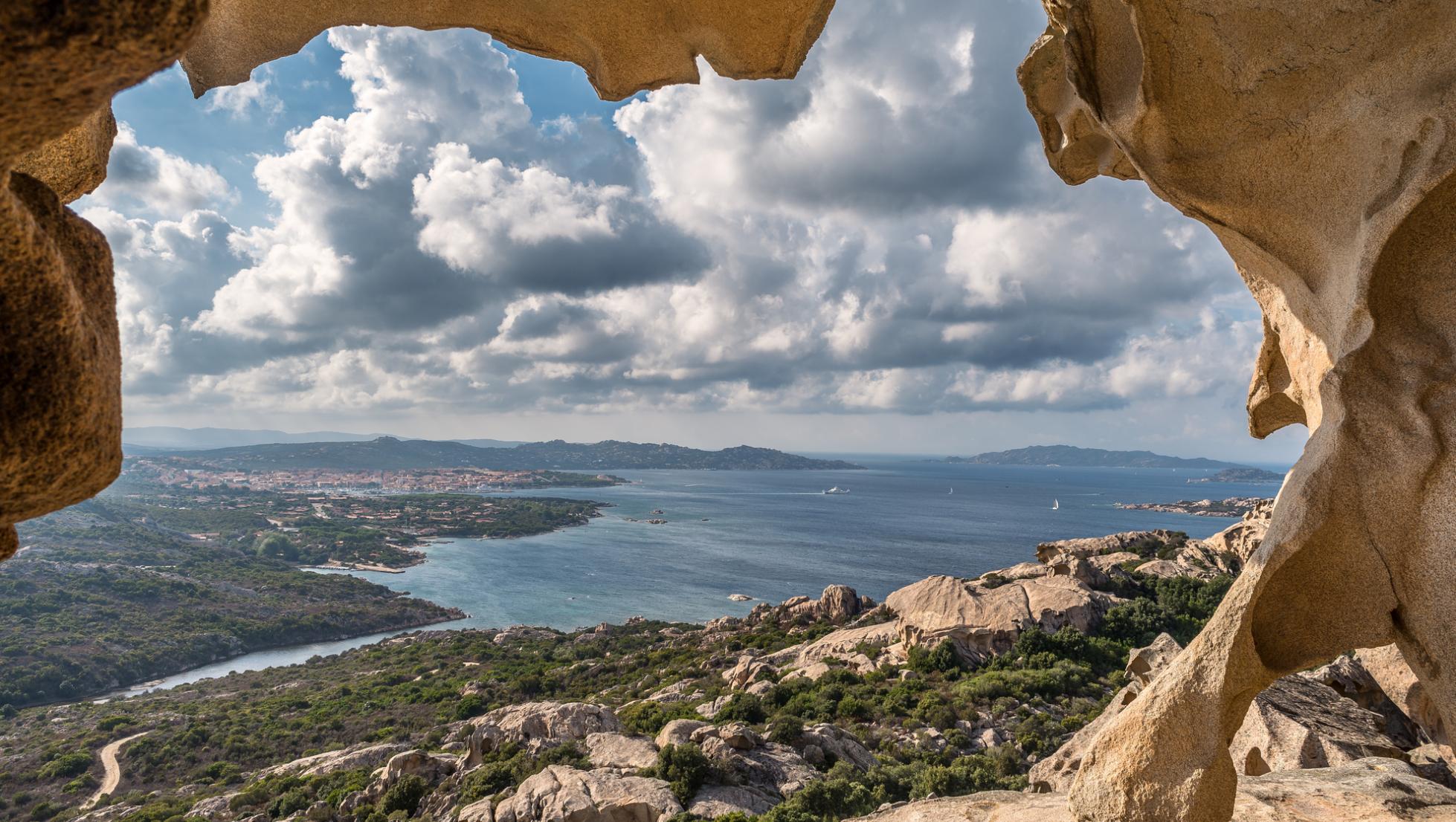 Veduta di Palau dalla Roccia dell'Orso