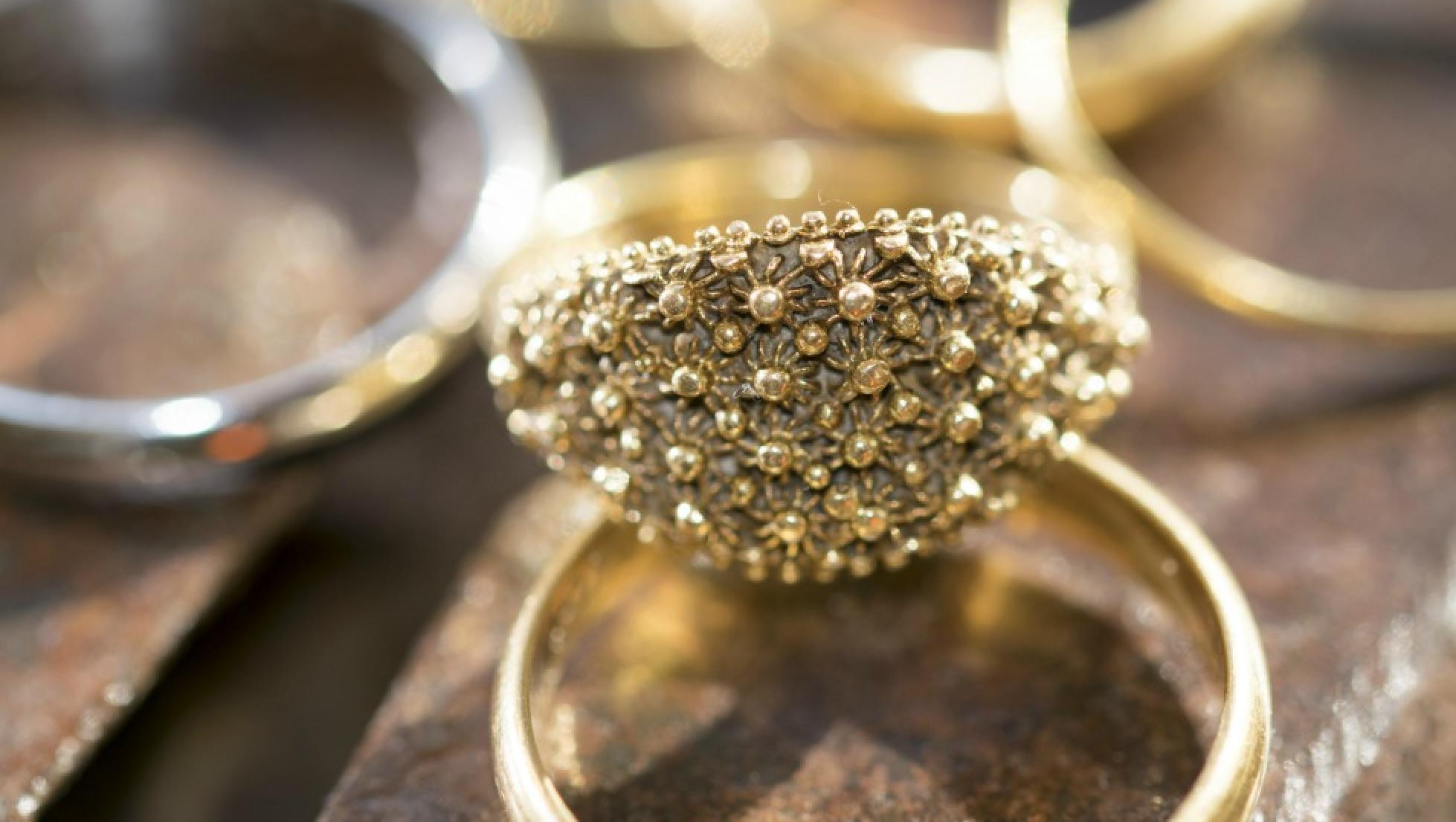 Gioiello in filigrana d'oro