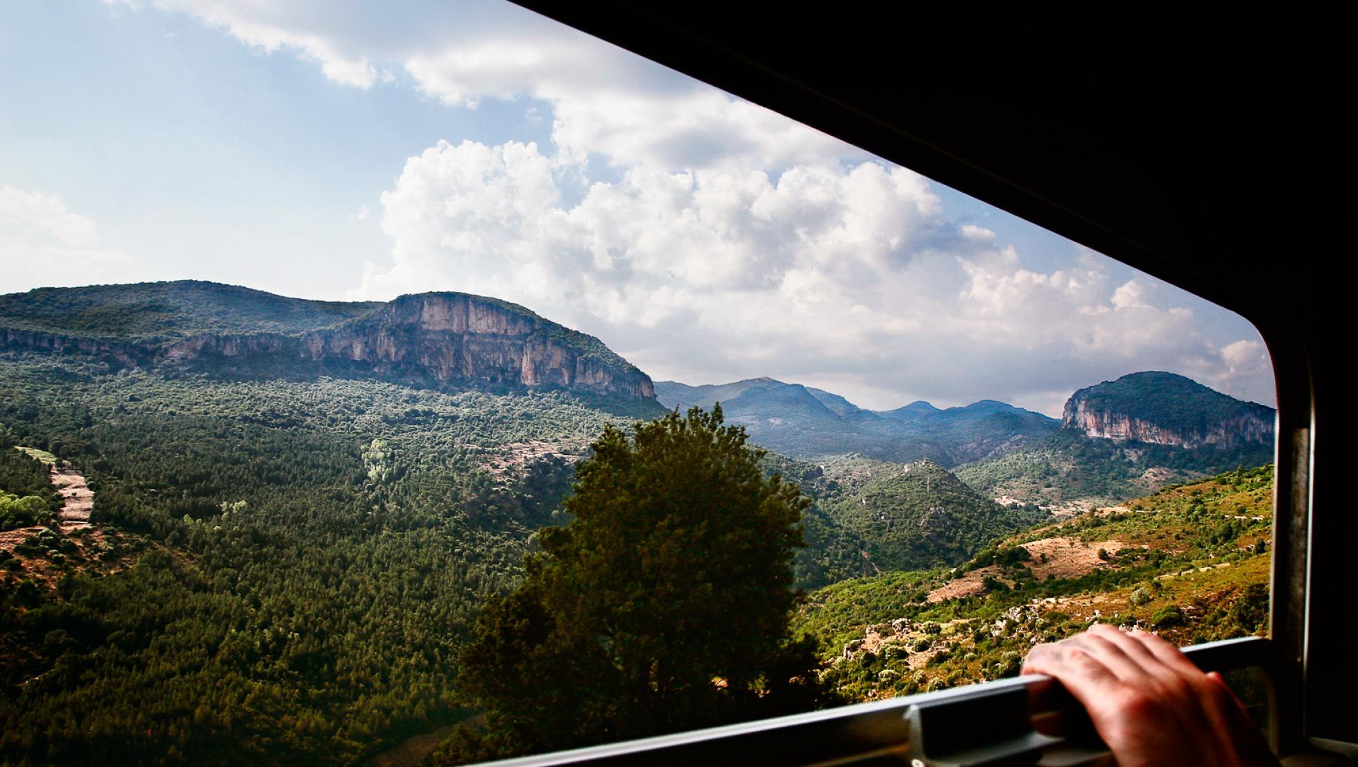 Veduta dal finestrino del Trenino Verde - Tacchi d'Ogliastra
