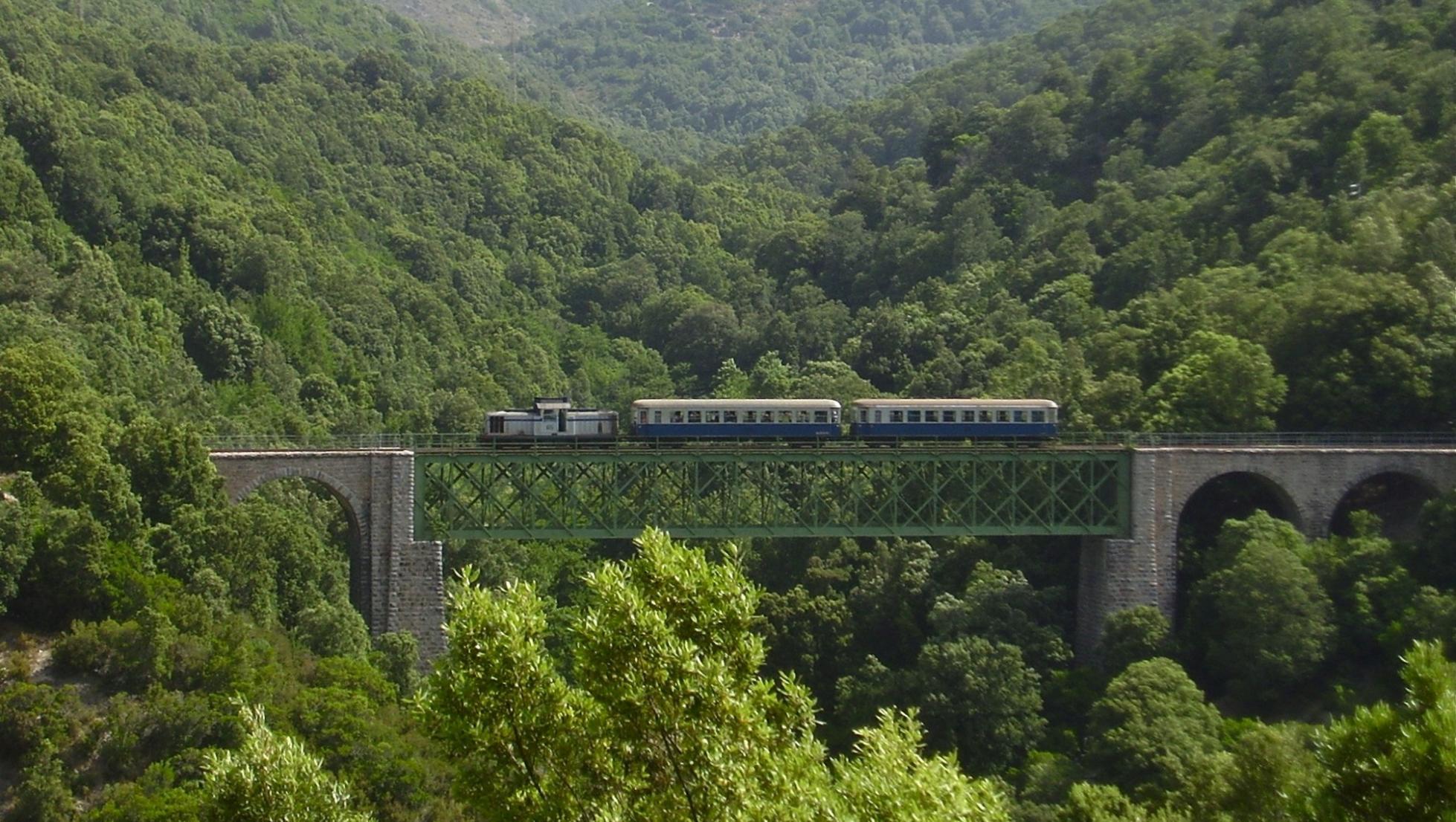 Trenino verde sul ponte san Gerolamo