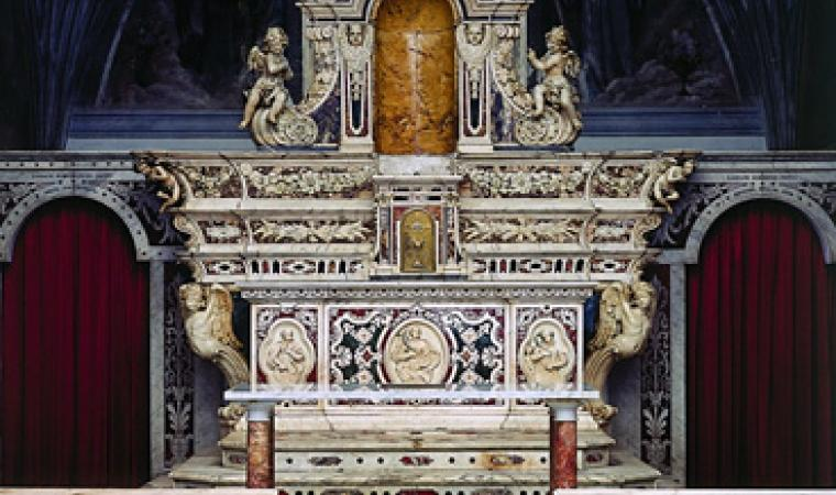Chiesa santa Barbara, altare