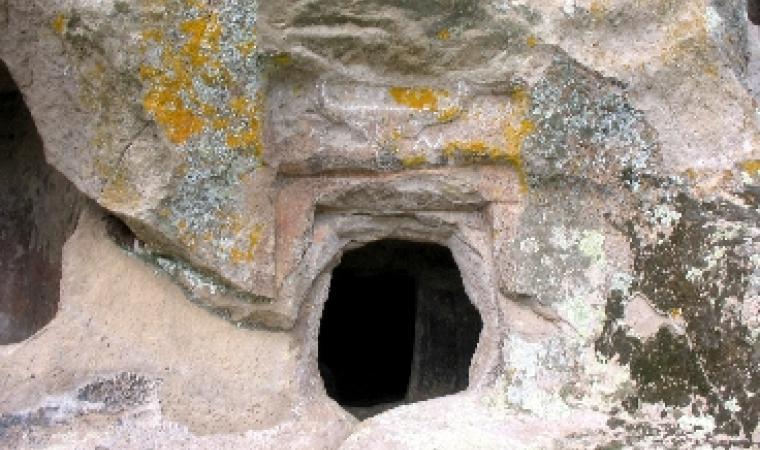 Nughedu Santa Vittoria, necropoli di Sas Arzolas