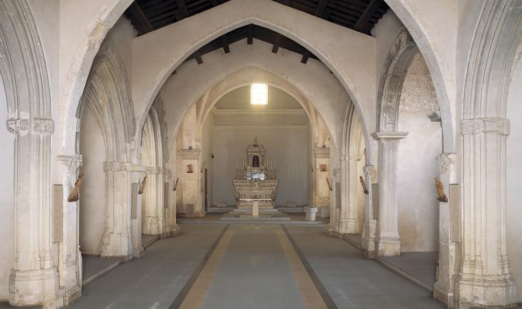 Assemini, interno della chiesa di San Pietro; Interior of the Church of San Pietro, Assemini