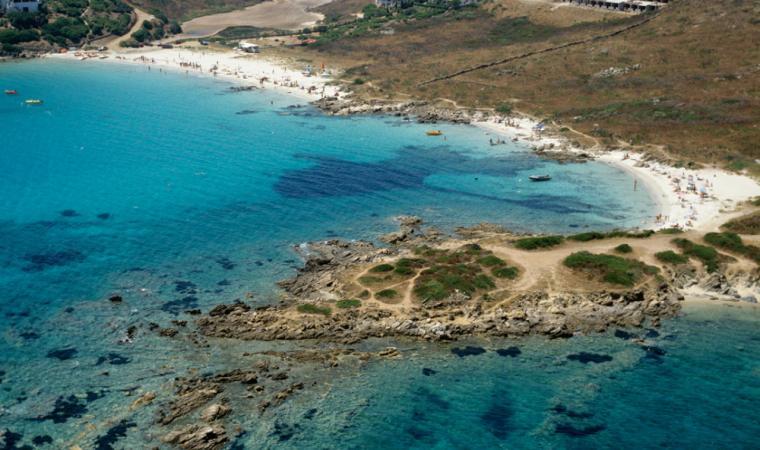 The turquoise waters of Cala Sassari, Golfo Aranci; Golfo Aranci, le acque turchesi di Cala Sassari
