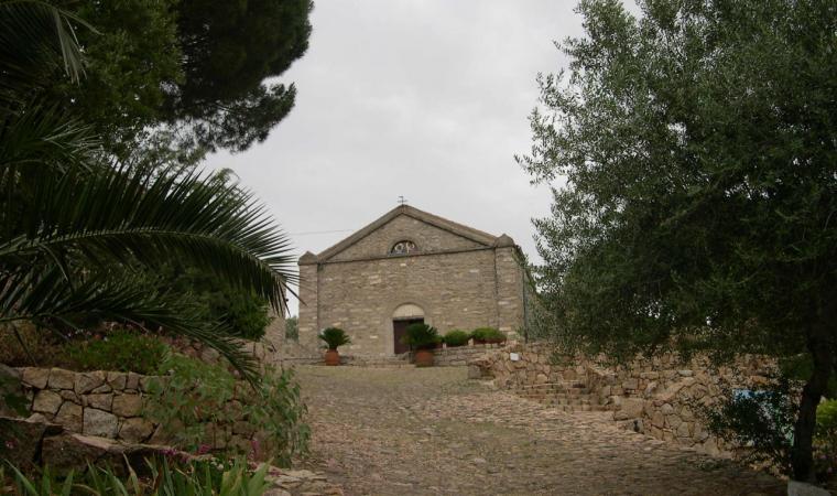 Monti, la salita al santuario di San Paolo; The slope leading to the San Paolo Sanctuary, Monti
