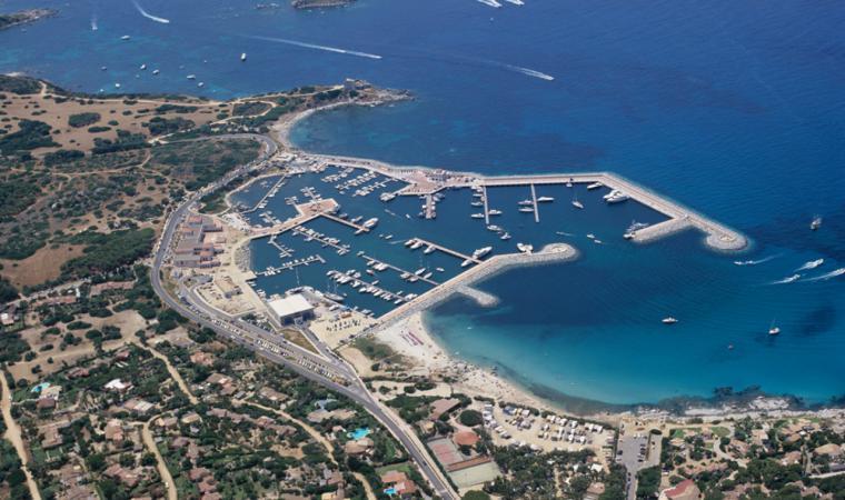 Villasimius, la spiaggia del porto; The beach of the harbour, Villasimius