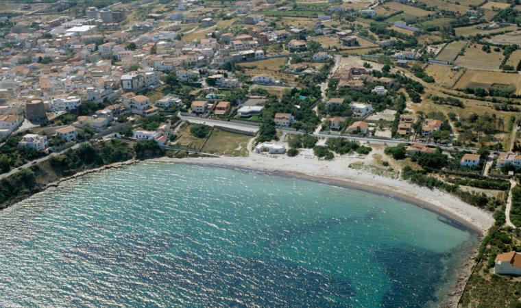 Calasetta, la spiaggia cittadina di Sottotorre; The town beach of Sottotorre, Calasetta