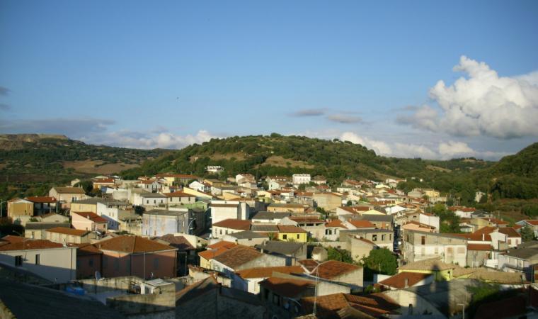 Nurallao, panoramica del paese; View of the village, Nurallao