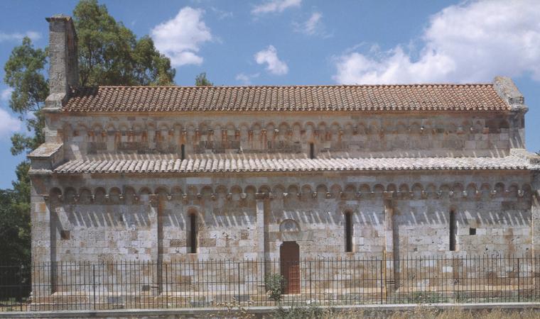 Facciata laterale, chiesa di santa Maria - Uta
