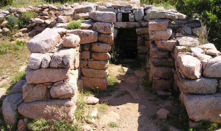 Alà dei Sardi, complesso di Nurattolos; The archaeological area of Nurattolos, Alà dei Sardi