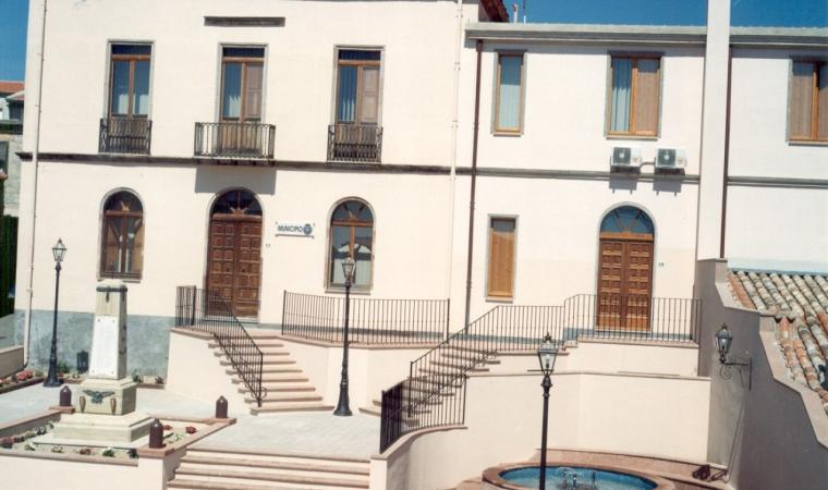 Genoni, municipio; Town Hall, Genoni