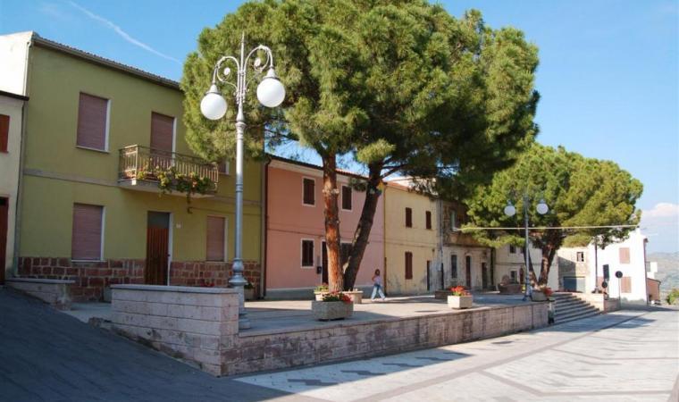 Monteleone Rocca Doria, la piazza di sa Carrela manna; Sa Carrela Manna Square, Monteleone Rocca Doria