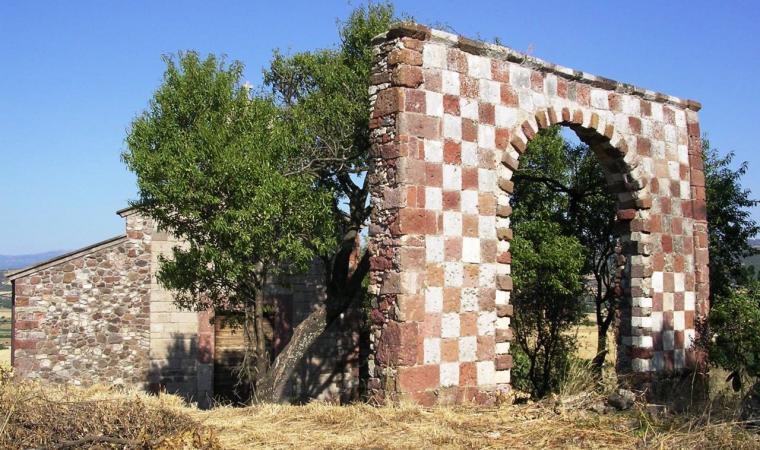 Perfugas, l'arco in prossimità della chiesa di Santa Maria de Fora; The Arch near the Church of Santa Maria de Fora, Perfugas
