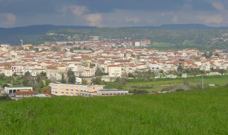 Thiesi, panorama del paese; A view of the village, Thiesi