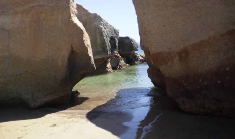 Carloforte, scorcio della spiaggia di Geniò; Carloforte, the Geniò Beach