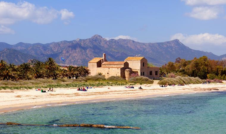 Spiaggia di Nora e chiesa di sant'Efisio - Nora