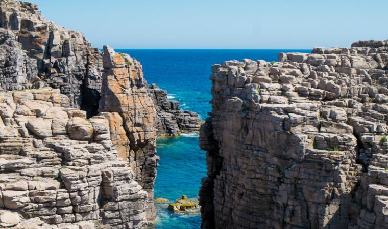 Scogliera La Conca - Isola di San Pietro