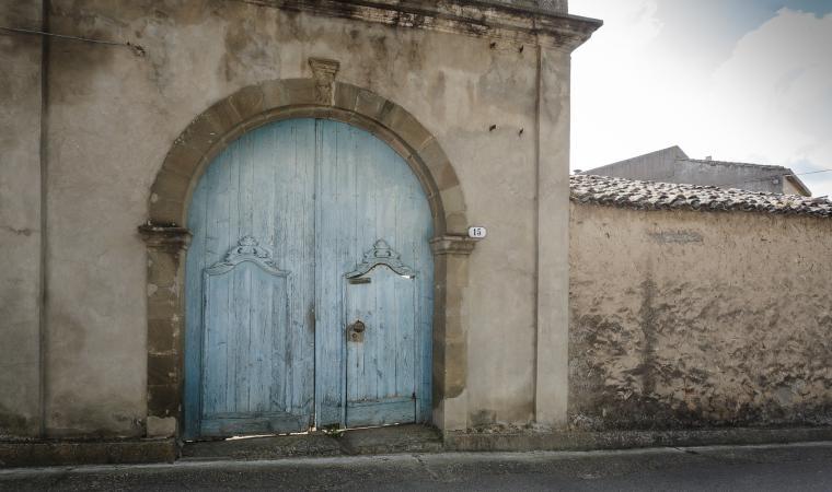 Antico portale, centro storico - Villanovaforru