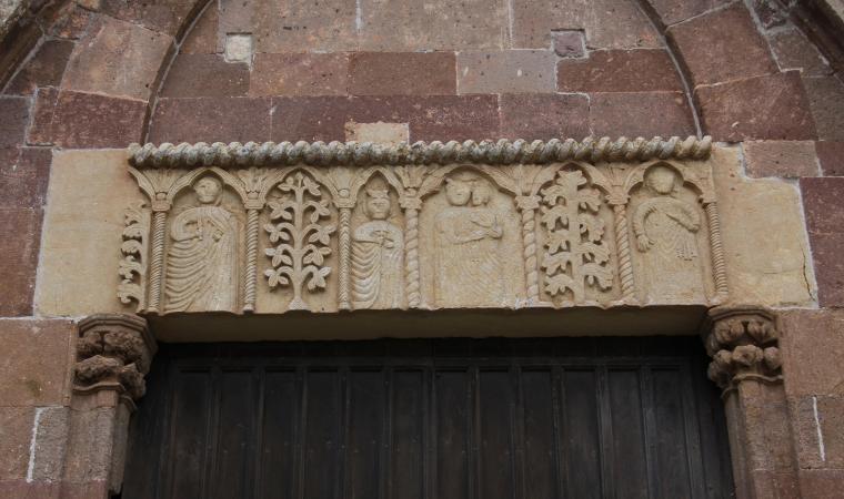 San Pietro extra muros, dettaglio facciata - Bosa