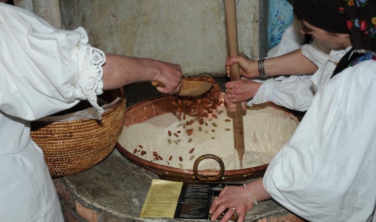 Lavorazione del torrone - Tonara