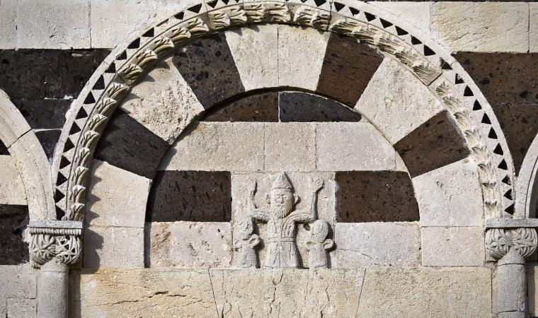 Chiesa san Pietro del crocifisso, dettaglio facciata - Bulzi