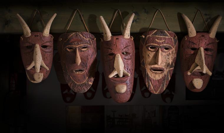 Su bundhu maschera di Orani