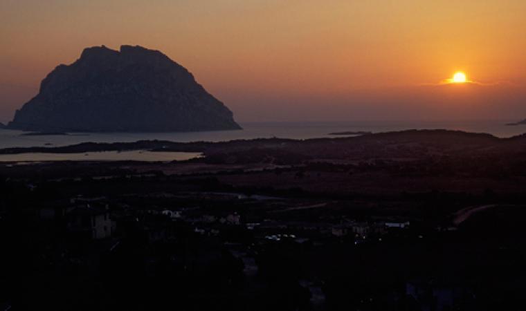 Isola di Tavolara al tramonto - San Teodoro