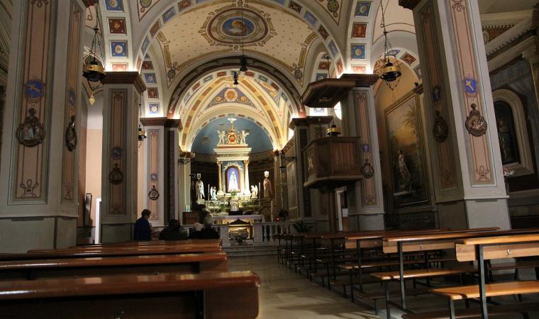 Interno, basilica di Nostra Signora di Luogosanto