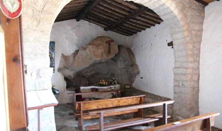Eremo di san Trano, altare - Luogosanto