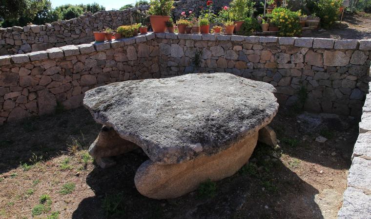 Dolmen di Alzoledda - Luras