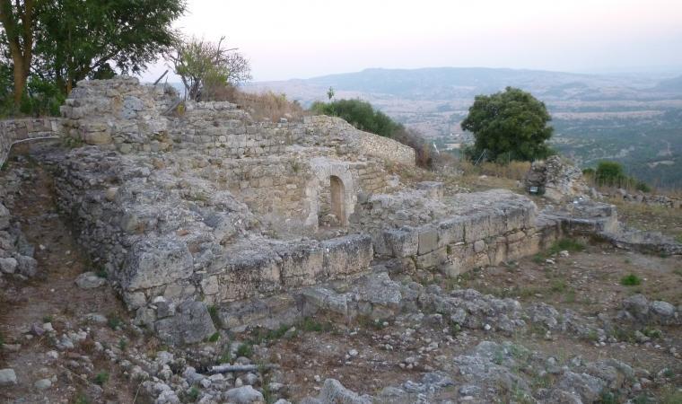 Resti palazzo dei Doria - Monteleone Rocca Doria