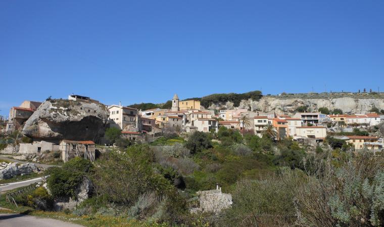 Veduta di Sedini, domu della Rocca