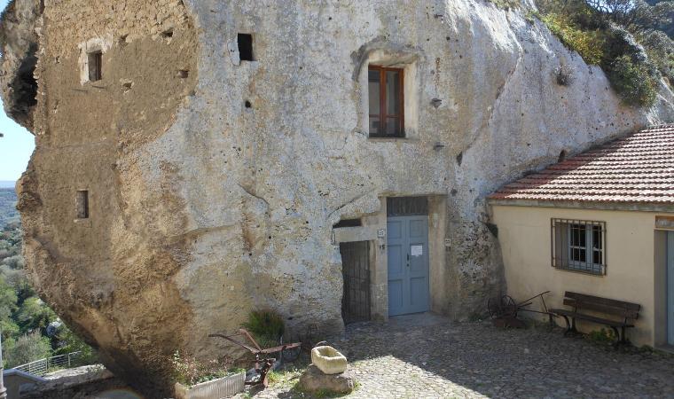 Domus de janas sa Rocca - Sedini