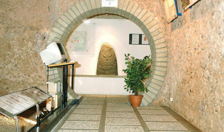 Laconi,_Museo_delle_Statue-Menhir
