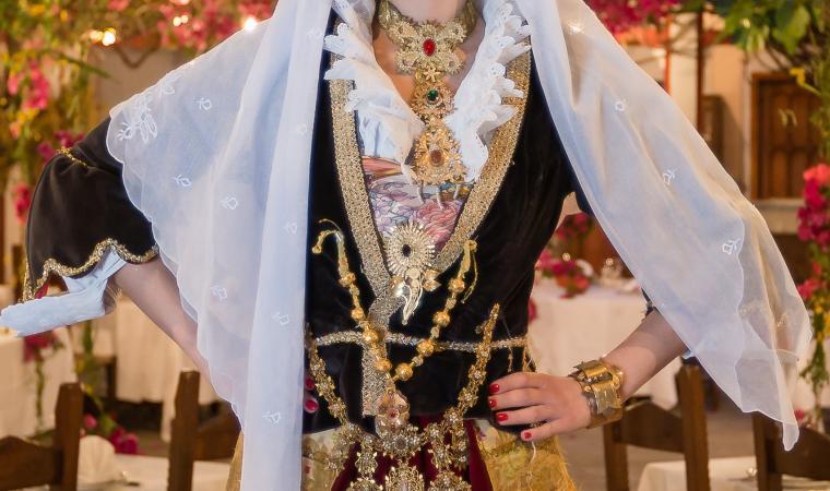 Abito e gioielli tradizionali - Maracalagonis