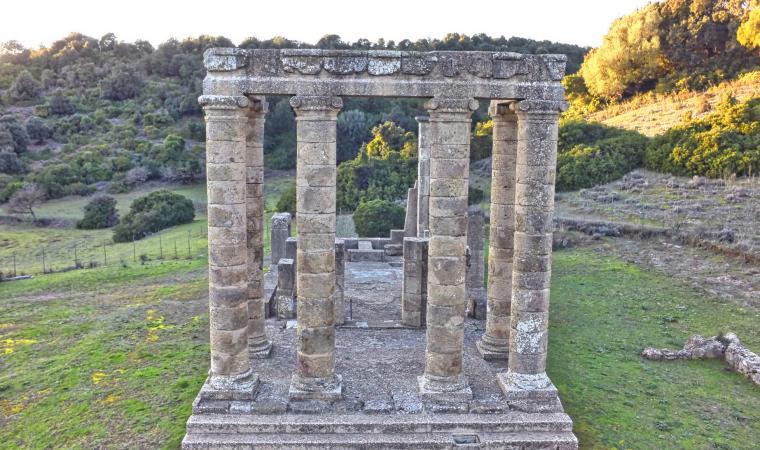 Tempio di Antas, frontale